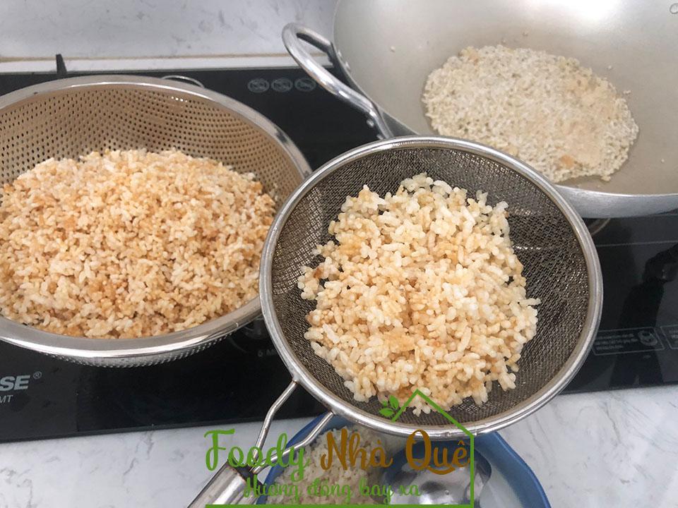 Cách làm cơm khô rang mắm giòn tan